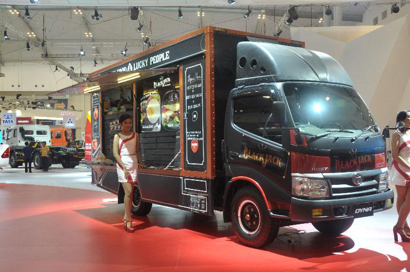 "Truck Manufacturers Accommodate Popular Culture ""Food ..."