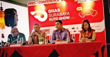Freddy Sutrisno (GAIKINDO), Eddi Sumedi (Sekretaris GAIKINDO), Andy Wismarsyah (Presiden Direktur Seven Event), Lia Indriasari (Project Director Seven Event). (FOTO: Seven Events)