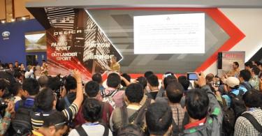 Executive General Manager of MMC Marketing Division PT Krama Yudha Tiga Berlian Motors Kosei Tamaki pada Peluncuran Mitsubishi Delica Royal. (FOTO: Seven Events)