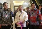 (Dari kiri) Rizwan Alamsyah (Ketua III GAIKINDO), Agus Arifin Nu'mang (Wakil Gubernur Makassar), dan Andy Wismaryah (Presiden Direktur Seven Event) membuka GIIAS Makassar Auto Show 2016.